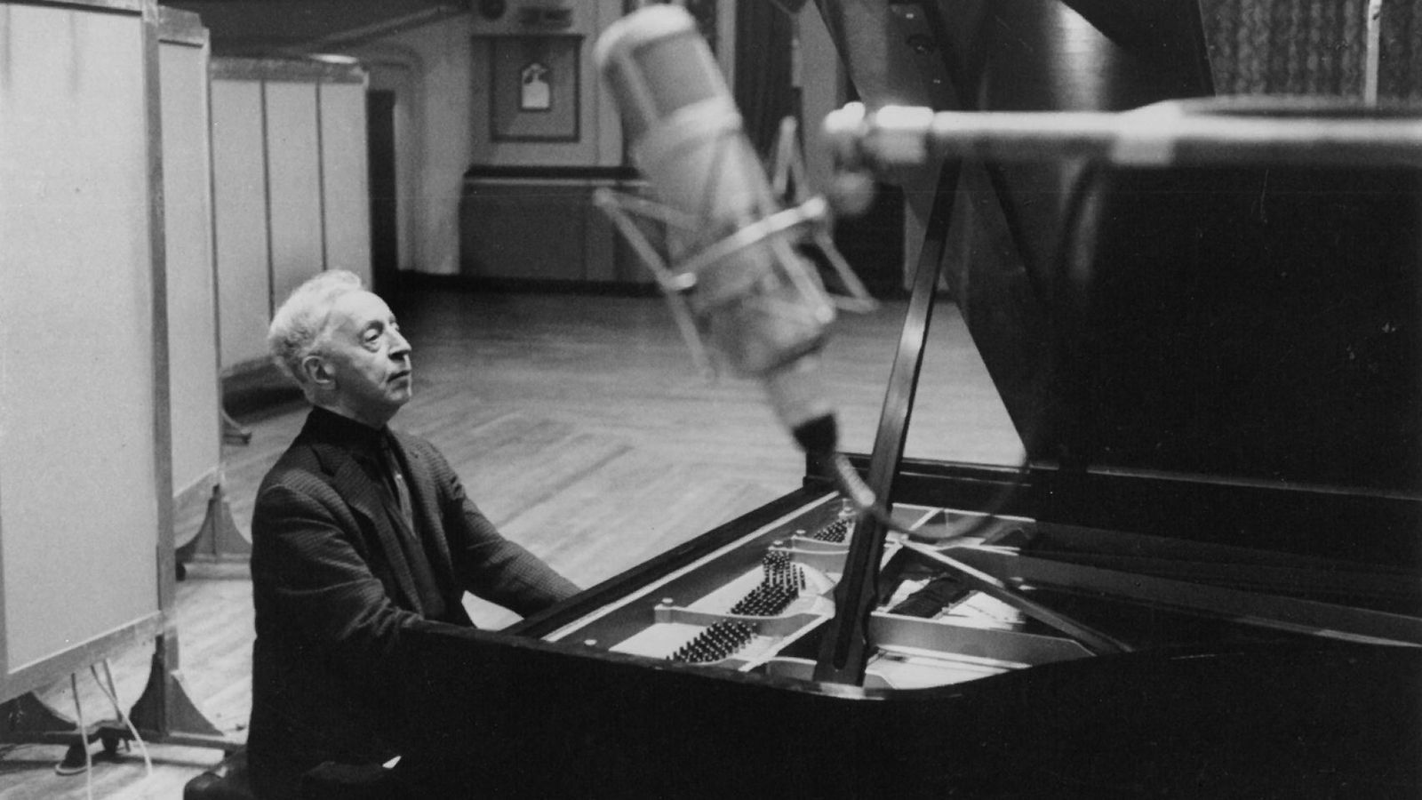 Arthur Rubinstein - Steinway & Sons