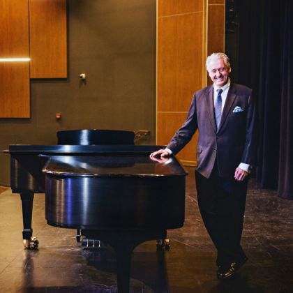 /news/steinway-chronicle/k-12/a-patron-of-public-education-makes-collierville-a-steinway-select-school