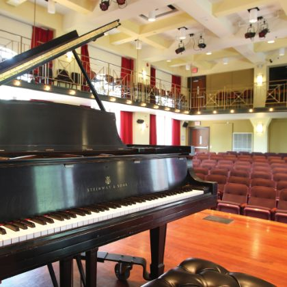 /zh_TW/news/steinway-chronicle/winter-2020/perseverance-pays-with-a-prestigious-all-steinway-designation-for-davidson--